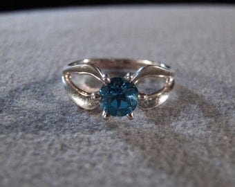 Vintage Sterling Silver & Genuine Blue Topaz Ring, A Simple Yet Elegant Design in Size 9 ~~ **RL