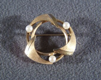 Vintage 12 K Yellow Gold Filled 3 Round Cultured Pearl Bold Pin Brooch  **RL