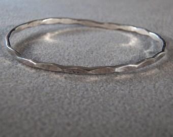 Vintage Sterling Silver Fancy Pounded Classic Bangle Bracelet     **RL