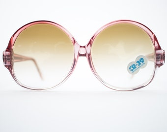 Vintage Sunglasses | Round Oversize Clear Red Sunglasses | 1970s Deadstock - 1070 Red