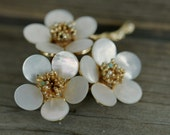 Mother of pearl flower brooch gold tone seed pearl turquoise accents hair accessory