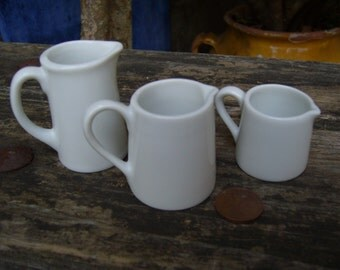 Series of 3 small porcelain jars
