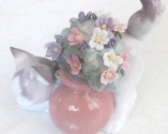 "1998 Retired Lladró "" Secret Spot"" Porcelain Cat With Flower Pot Figurine Collection # 6566"