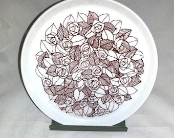 """Design Stig Lindberg """"Rosenfält"""" Gustavsberg, dinner plate in flintgods porcelain from Scandinavia Sweden 1960s."""