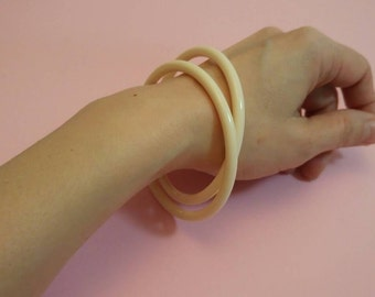 Vintage ivory colour cream lucite bangles stackable set of two spacers bracelets 1960s