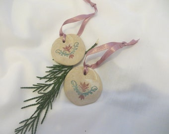 A pair of Yule tree ornaments 'Winter'