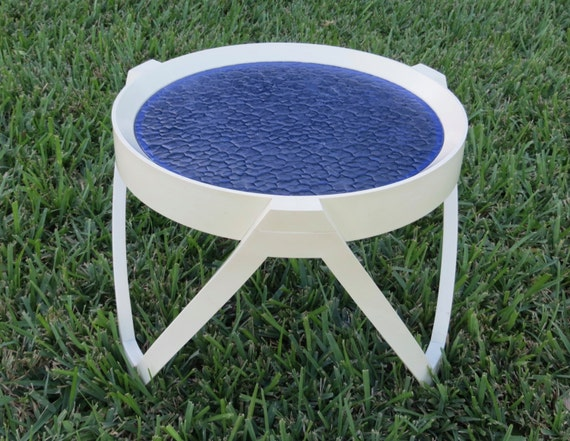 Retro Small Patio Side Table White Plastic With Royal Blue