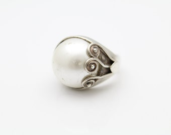 Chunky Artisan-Style Ring with Faux Pearl in Sterling Silver Size 6.5. [11132]