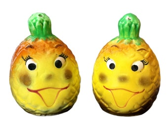 Pineapple Salt and Pepper Shakers Anthropomorphic Happy Fruit Face Vintage Kitsch S&P Shakers Kitschy Kitchen Tiki Camper Glamper Japan