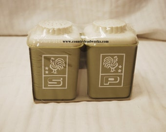 Vintage 1970's Borden Green Shaker Set - Org. Packaging NO Bar Code