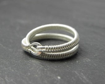 Ailis, Woven crossed Ring in Sterling Silver.