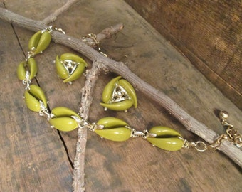 vintage gold tone muted olive green choker necklace and clip earrings