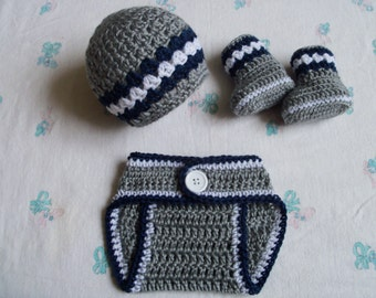 New Handmade Crochet Baby Hat, Diaper Cover and Booties (0-3 months)