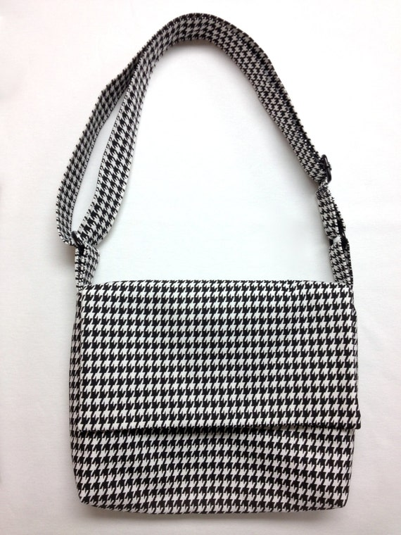 The Release the Hounds: Messenger Bag (Black and White Houndstooth Print)