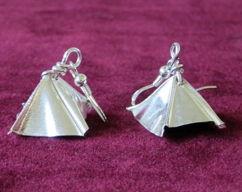 Swish silver earrings, foldformed, delicate, light.