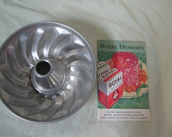 Jello/Gelatin mold with Royal Gelatin recipe booklet from the 30's