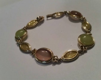 Vintage pastel and gold beaded bracelet costume jewelry