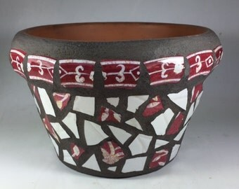 Mosaic pot in maroon and white