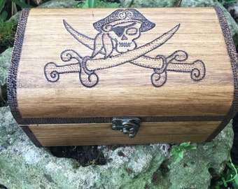 Medium and large Pirate treasure chest, for child/anyone. Wooden personalised chest, pirate illustration, customisable Christmas Eve Box