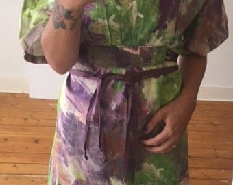Oversized vintage dress with print and ribbons