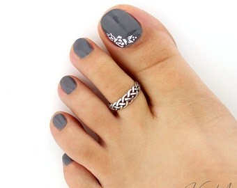 Sterling silver toe ring Celtic Knot design adjustable toe ring Also knuckle ring (T-105)