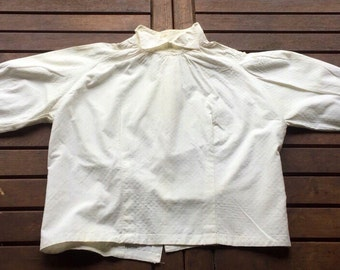 Old charming bodice, white cotton, small reasons peas in reliefs, 50s