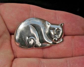 Smug Silver Cat Brooch
