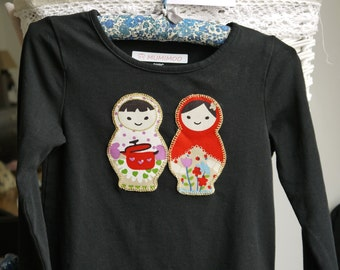 OUTLET: Black long sleeves tshirt with MATRIOSHKAS appliqués - organic cotton - size 3 - 104 cm