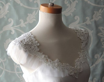 Bridal Cover Up Capelet, White Lace Cover Up, White Lace Capelet, White Bridal Capelet, Lace Bridal Coverup Cape, White Cover Up, Lace Shawl