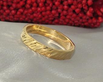 Hammerd Gold Wedding Band,18k Wedding Ring, GOLD RING 18k, Handmade Ring - 3.5mm Wide Gold ring - 18k gold ring, Mens Wedding Ring, 18k band