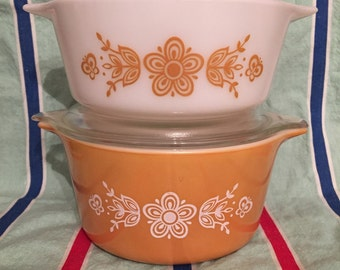 Pyrex butterfly gold casserole dishes 472 and 473 with 1 lid