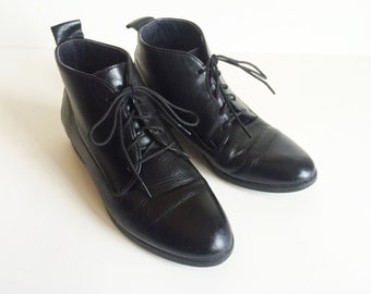 Black Leather Munro Sport Lace-Up Ankle Booties Made in USA Vintage Early 1990s / US 5 / UK 3 / Euro 35-36