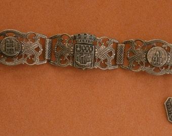 B437) A lovely vintage antique silver tone filigree French Paris tour Eiffel tower charm souvenir bracelet