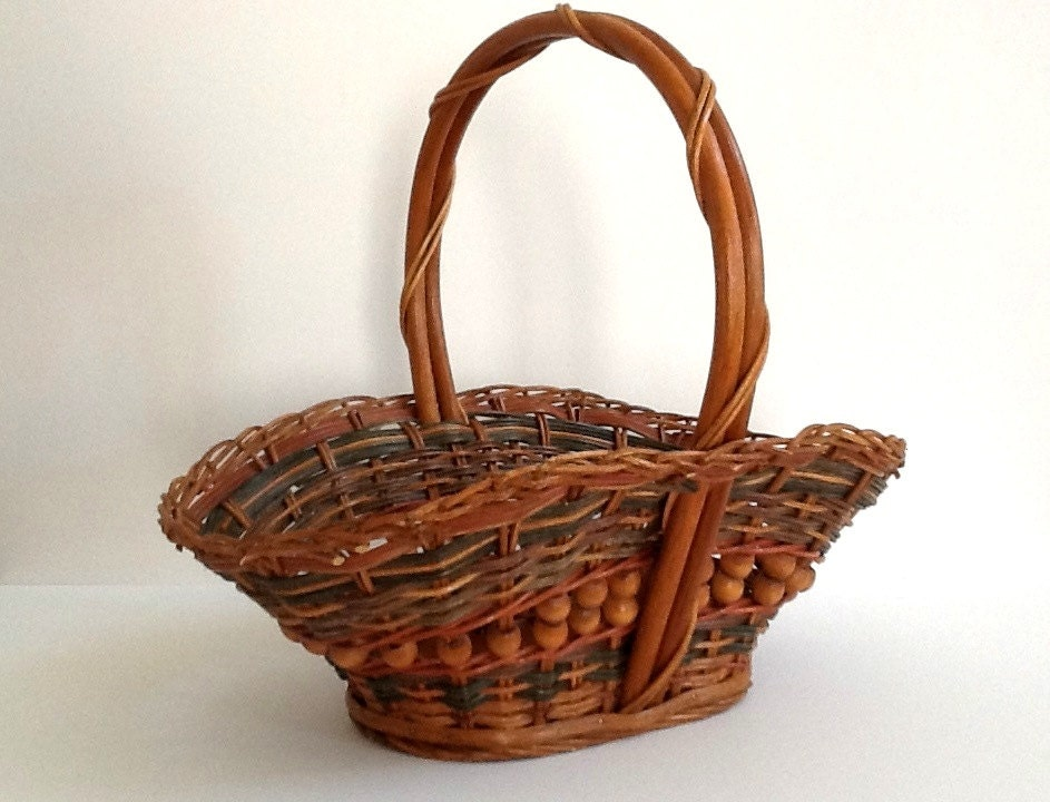 Woven Gathering Basket : Vintage woven wicker gathering basket with bentwood handle