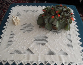 Christmas filet  tablecloth,   hand-embroidered on linen with dimensions 80 / 80cm -31,5/31,50 in  color ecru