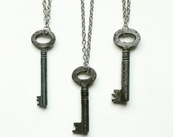 Antique Key Necklace. Steampunk Jewellery. Steampunk Necklace. Silver Jewelry. Skeleton Key. Vintage Key. Aged Key. Alice in Wonderland.