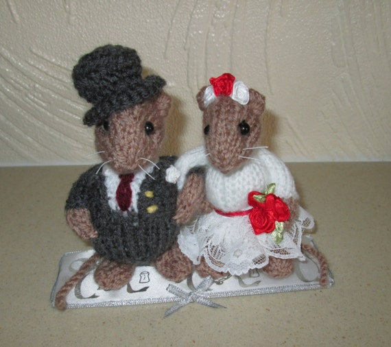 knitted mice wedding cake toppers knitted amp groom mice wedding cake topper wedding 16653