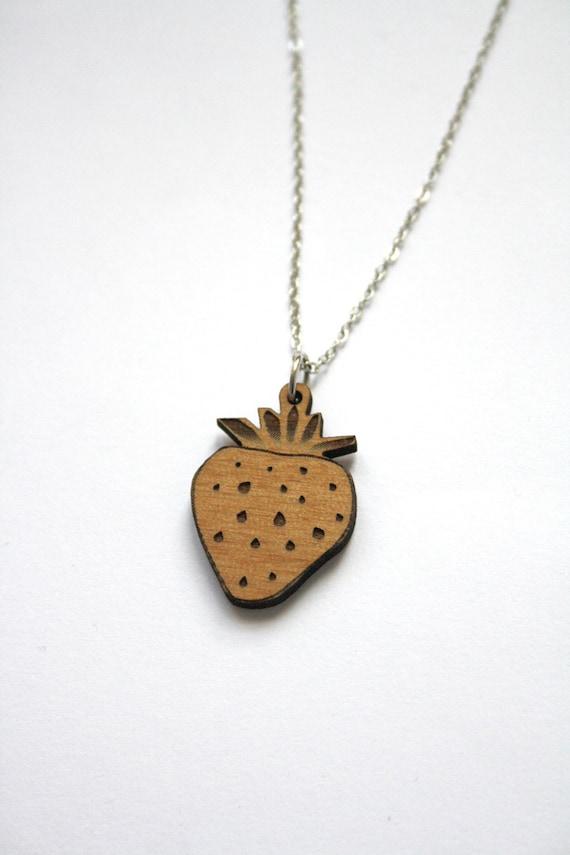 Collier pendentif fraise en bois petit bijou fruit pour femme # Bijoux En Bois Pour Femme