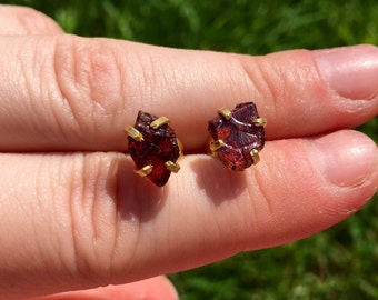 raw garnet earrings gold - raw garnet stud earrings - healing crystal earrings - energy jewelry - garnet jewelry - stud earrings gold