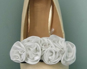 Beautiful Deeree White Flower Cluster & Diamante Shoe Clips
