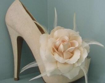 Beautiful Deeree Large Cream Feather & Glitter Flower Shoe Clips