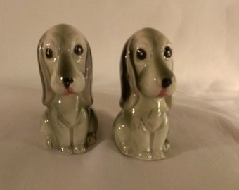 Hound Dog Salt and Pepper Shakers (776)