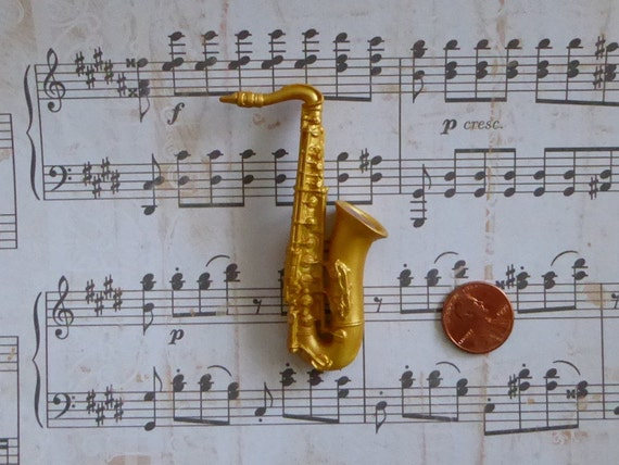 Cake Decorations Musical Instruments : Items similar to Saxophone 3D Musical Instrument Silicone ...