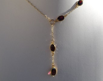 Genuine Garnet! Delicate chain in modern design