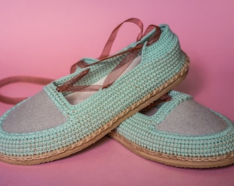 Yonka shoes by ChePick Art. Vegan handmade shoes. Crochet turquoise shoes with linen fabric detail.