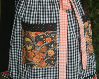 Halloween Apron/ Vintage 1950's Black Gingham fabric Halloween Apron