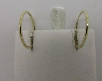 14K Hoop Earring Plain Front and Diamond Cut on the Sides
