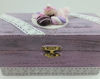 Hand painted shabby vintage style jewelry box and subjects in fimo