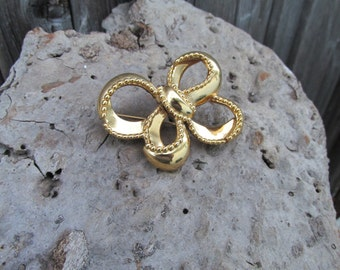 Vintage Monet pin/Monet Brooch/Big gold bow brooch/Monet pin/Vintage pin/Vintage Brooch