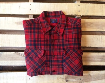 PENDLETON Men's Large 60s Vintage Red Tartan Plaid Wool Shirt <> Flap Pockets <> USA Classic <> Lumberjack Outdors